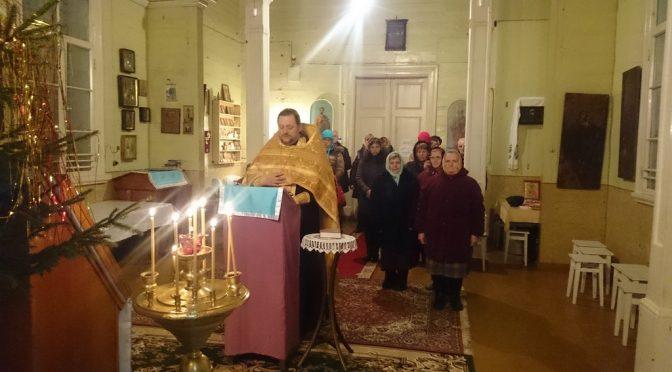 Новогодние молебны в храмах благочиния