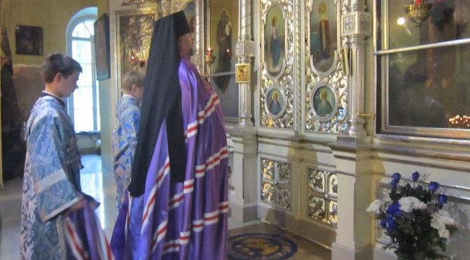 Епископ Александр совершил богослужение в Резекненском соборе в канун празднования Успения Пресвятой Богородицы