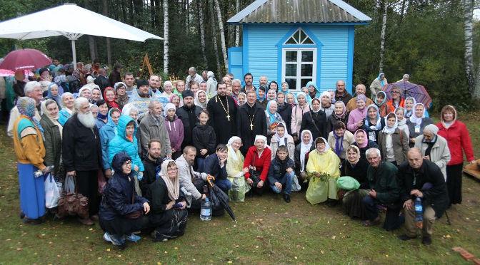 Крестный ход к святому источнику Пресвятой Богородицы в Ополи