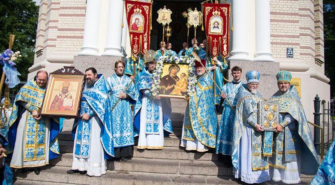 Совершено Архиерейское богослужение в день празднования Тихвинской иконы Пресвятой Богород