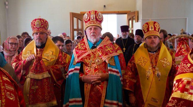 Божественная литургия в Гравёрах по случаю празднования юбилея храма