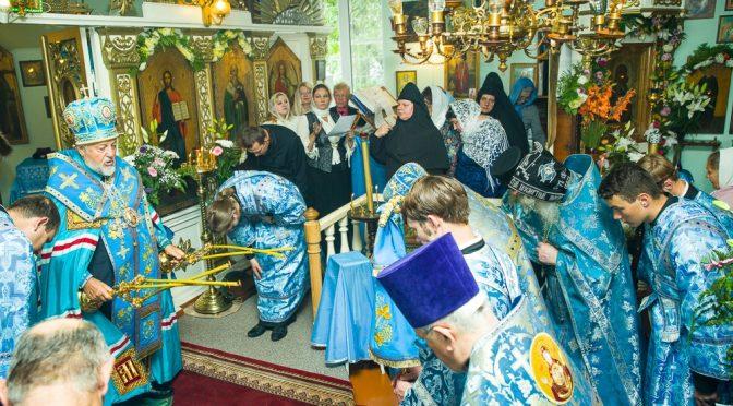 Митрополит Александр совершил праздничный молебен в Илукстском монастыре