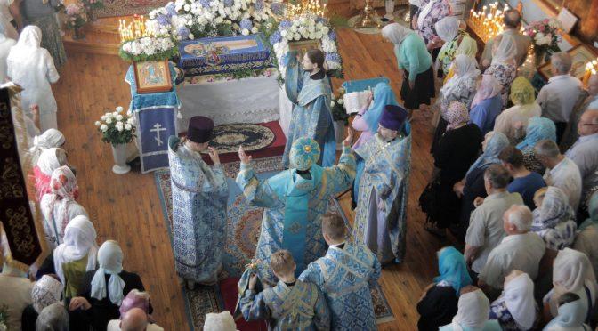 Епископ Александр совершил Божественную литургию в Свято-Успенском храме города Даугавпилс