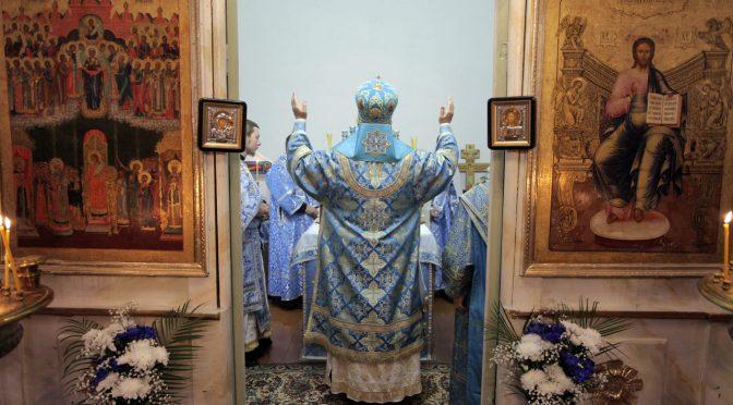 Божественная литургия в Покровском храме села Московское