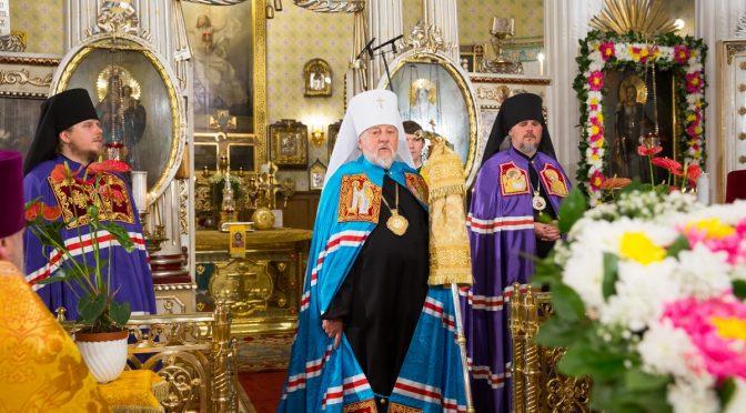 Божественная литургия в Рижском Александро-Невском храме