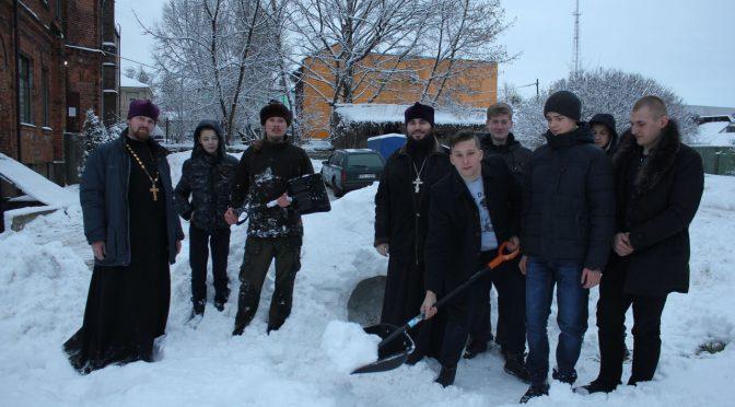 Воспитанники Епархиальной школы получали навыки выживания в зимнем лесу