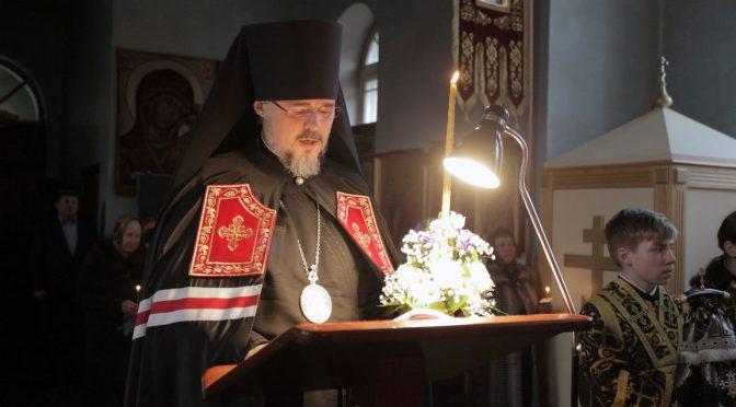 Епископ Александр продолжил чтение Великого покаянного канона в Свято-Успенском храме Даугавпилса