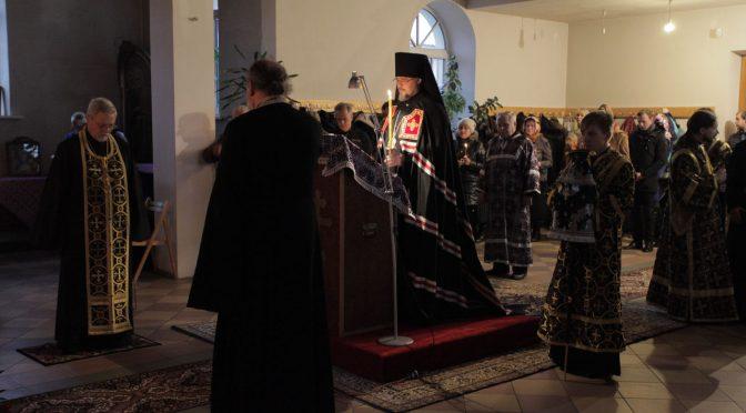 Епископ Александр продолжил чтение покаянного канона в Петро-Павловском храме города Даугавпилса