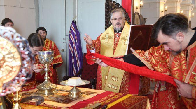 Воскресная литургия в Борисо-Глебском соборе