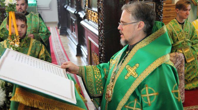 Литургия и великая вечерня в День Святой Троицы в Борисо-Глебском соборе