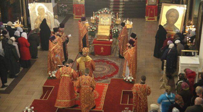 В Даугавпилсе совершены Божественная литургия и молебен перед мощами новомучеников и исповедников