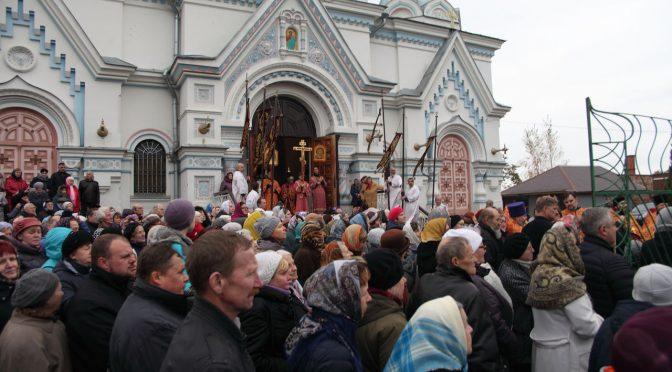 Духовенство и верующие Даугавпилсского благочиния проводили ковчег со святыми мощами 54 святых в Резекне