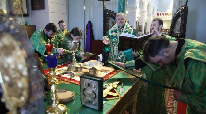 Богослужение в Великий Четверток в Борисо-Глебском соборе
