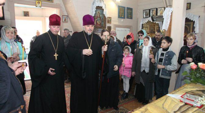 В Великую Субботу Епископ Александр посетил храмы Даугавпилса