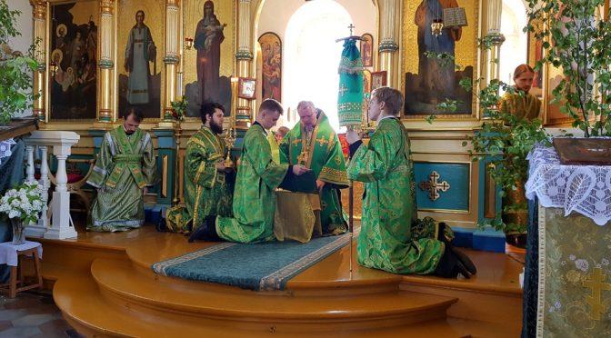 Богослужкние в день Пятидесятницы в Свято-Троицком храме города Алуксне