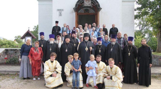 Молебен и собрание прихода в Мадоне