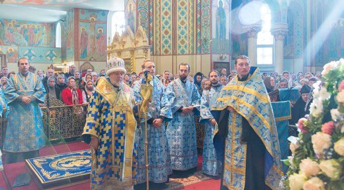 Митрополит Рижский и всея Латвии Александр совершил молебен по древнему чину перед иконой Пресвятой Богородицы Курской-Коренной «Знамение»