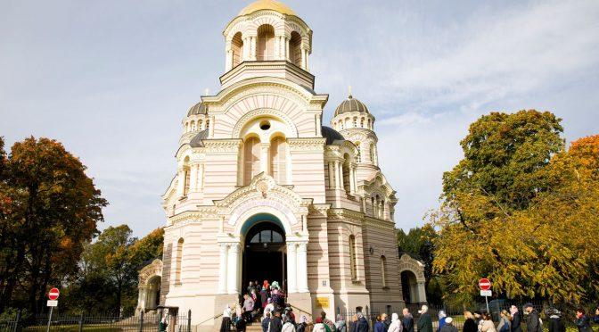Преосвященнейший Епископ Иоанн совершил Божественную литургию и славление Курско-Коренной иконе Пресвятой Богородице