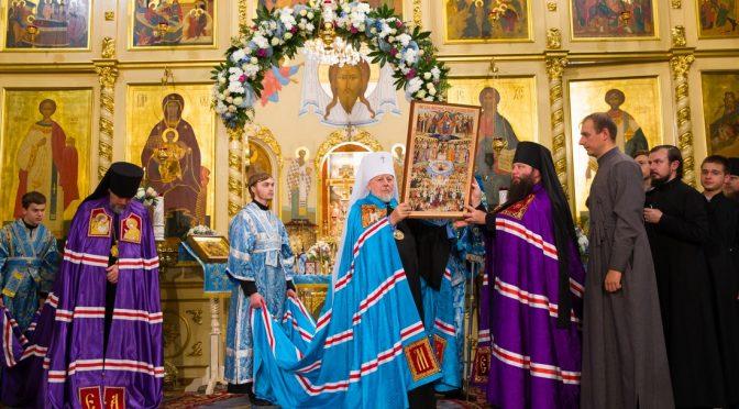 Совершена Божественная литургия в присутствии чудотворной иконы Пресвятой Богородицы Курская-Коренная «Знамение»