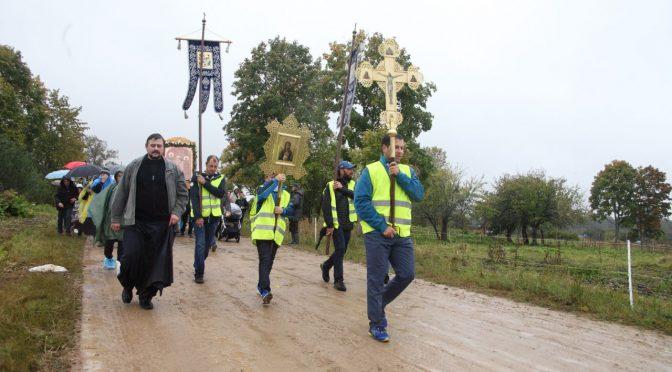 Крестный ход к источнику в Ополи