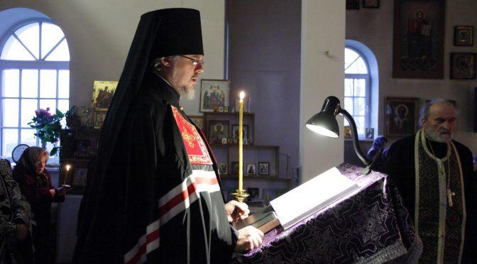 Епископ Александр продолжил чтение Великого покаянного канона в Петро-Павловском храме города Даугавпилс