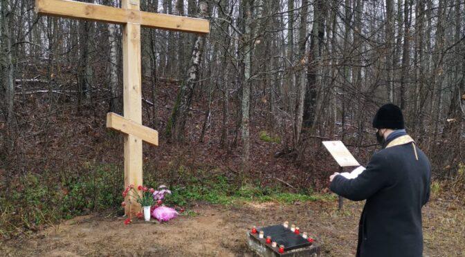 Совершено освящение обновленного поклонного креста у поселка Медуми