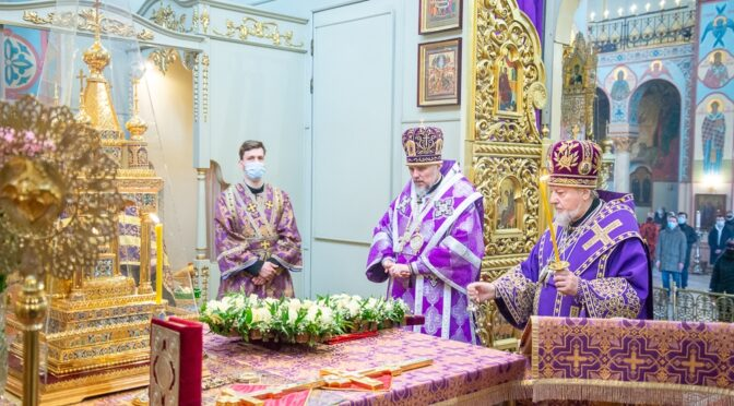 Всенощное бдение с выносом Креста в Рижском кафедральном соборе