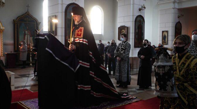 Епископ Александр начал чтение Великого покаянного канона в Борисо-Глебском кафедральном соборе