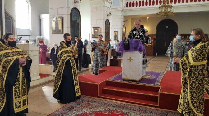 В Борисоглебском соборе совершено чтение 12-ти Страстных Евангелий
