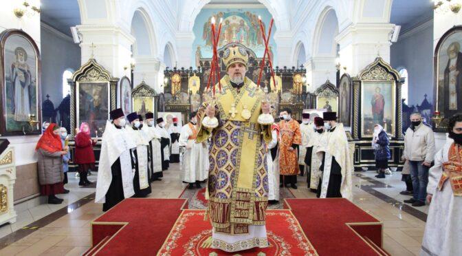 В Даугавпилсе совершено Пасхальное общеградское богослужение и встреча Благодатного Огня