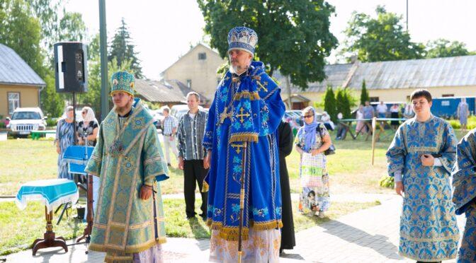 В Екабпилсском Свято-Духовом мужском монастыре совершены акафист и Всенощное бдение Архиерейским священнослужением