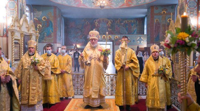 Высокопреосвященнейший Митрополит Александр совершил Всенощное бдение накануне праздника положения Честной Ризы Господа нашего Иисуса Христа в Москве