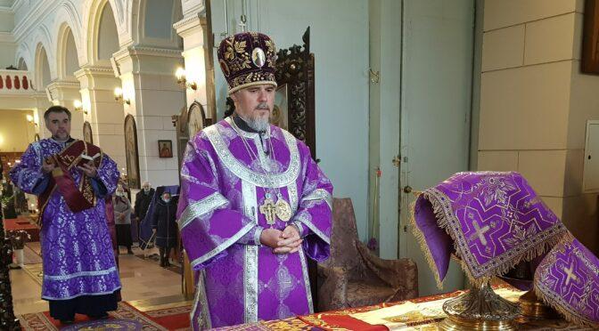 Литургия в день Воздвижения Креста Господня